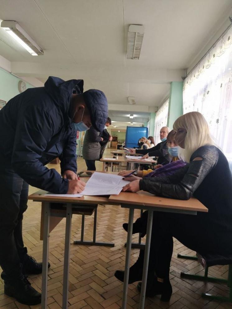У  Львові один виборець проголосував дві…