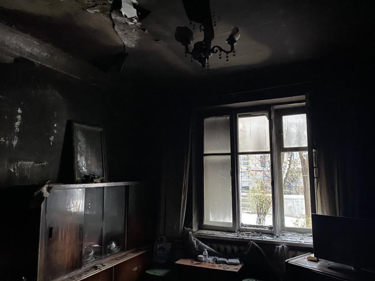 В Харькове из горящей квартиры спасли же…