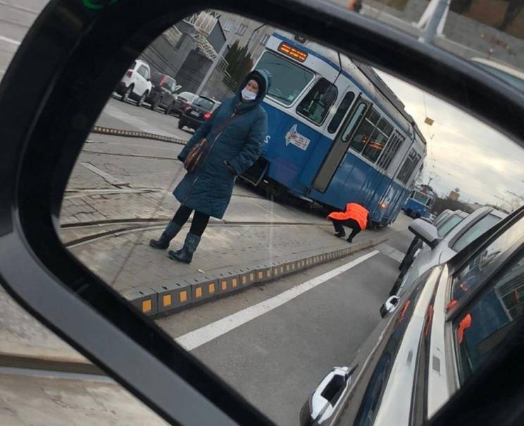 На вулиці Пирогова трамвай зійшов з рейо…