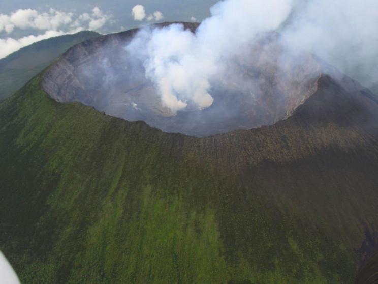 На кратер діючого вулкану: Українські ми…