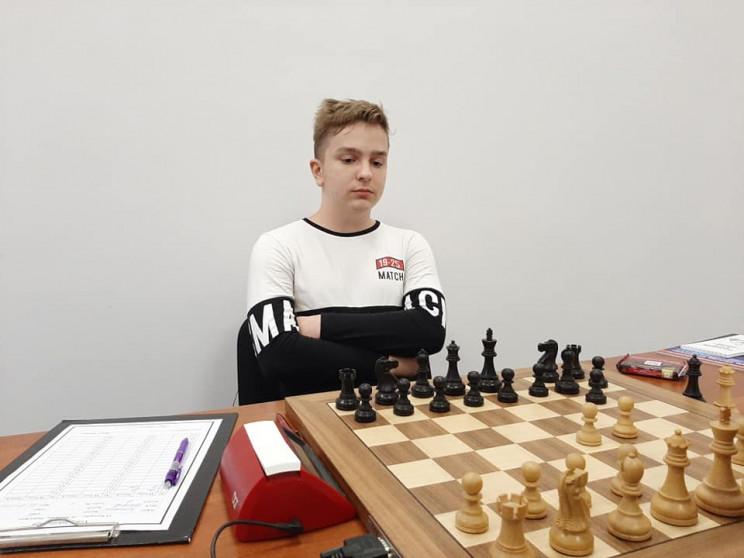 У Мукачеві шахісти змагаються за дев'ять…
