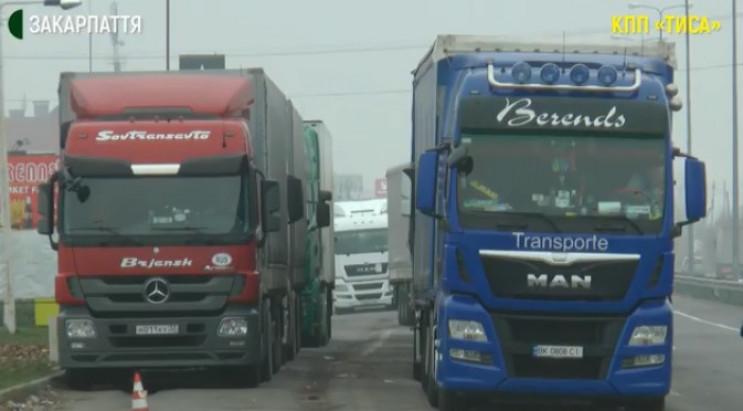 На границе в очереди стоят 260 грузовико…