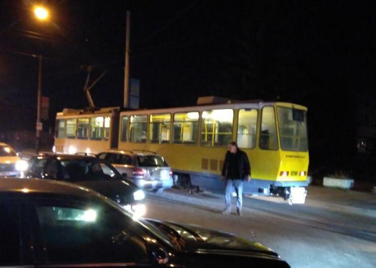 У Львові зіткнулися трамвай і автомобіль…