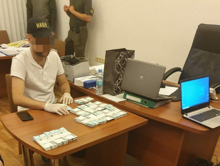 Хабар більше 1 млн грн: Прокуратура заве…