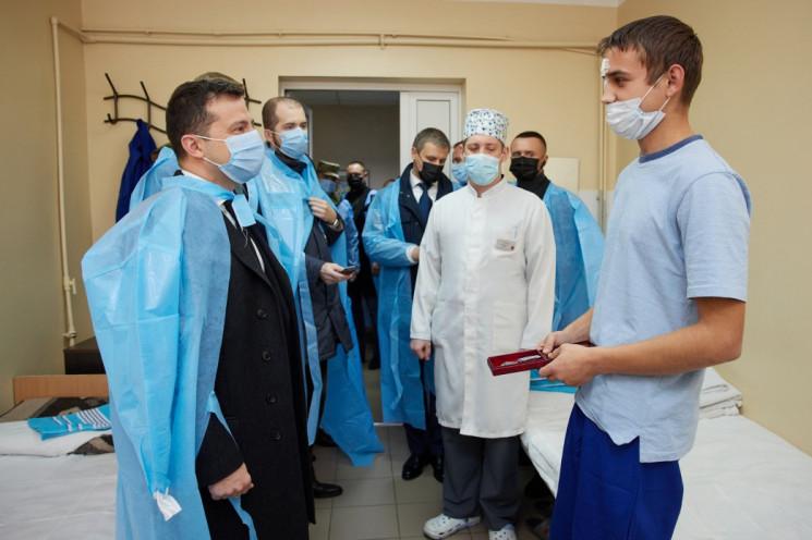 У Дніпрі Зеленський нагородив медиків та…