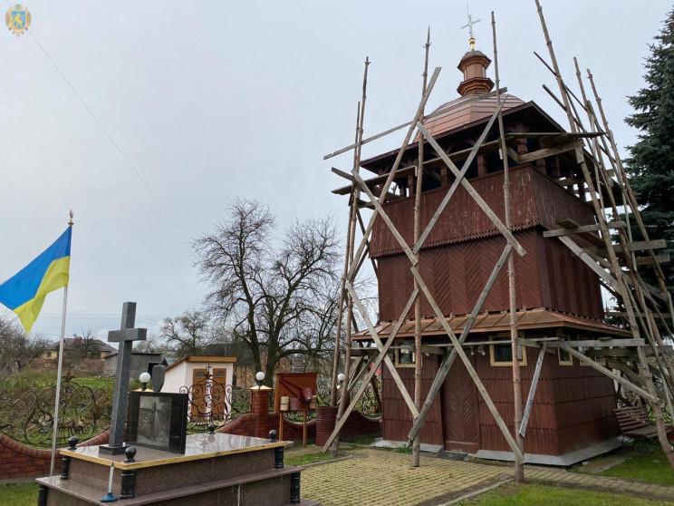На Львівщині реставрують храм…