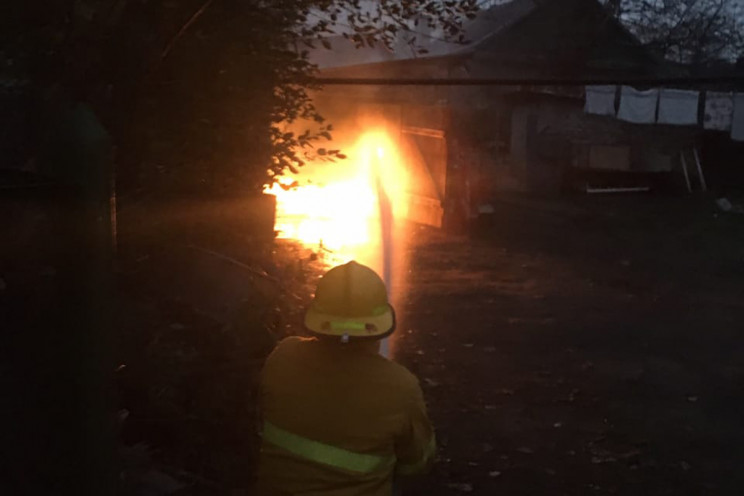На Дніпропетровщині спалахнув гараж із а…