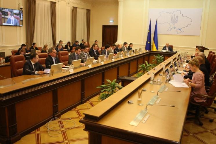 Уряд готує нову стратегію щодо COVID-19…
