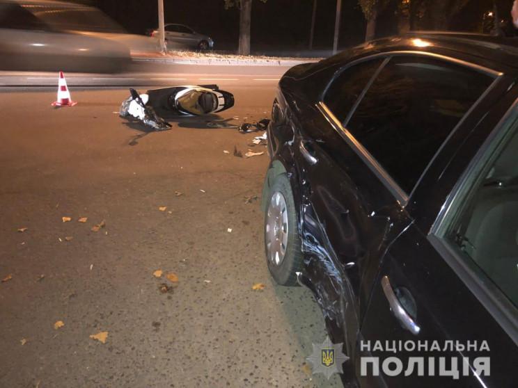 Мопедист в аварії поблизу Одеси перелама…