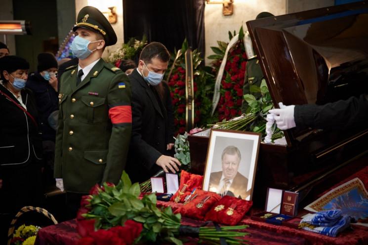 Зеленский посмертно присвоил Героя Украи…
