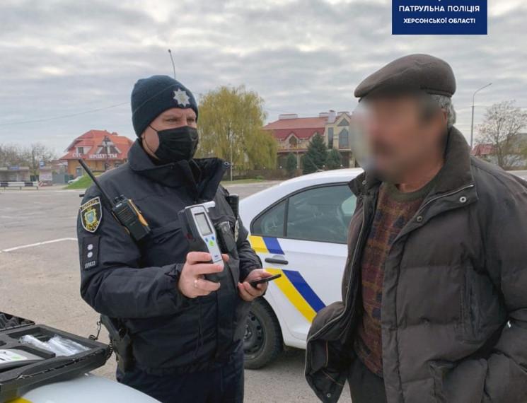 Херсонские полицейские поймали сильно пь…