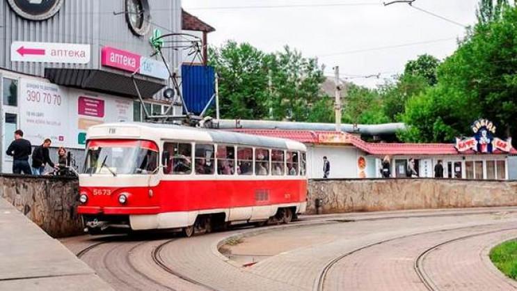 В Харькове неизвестные обстреляли трамва…