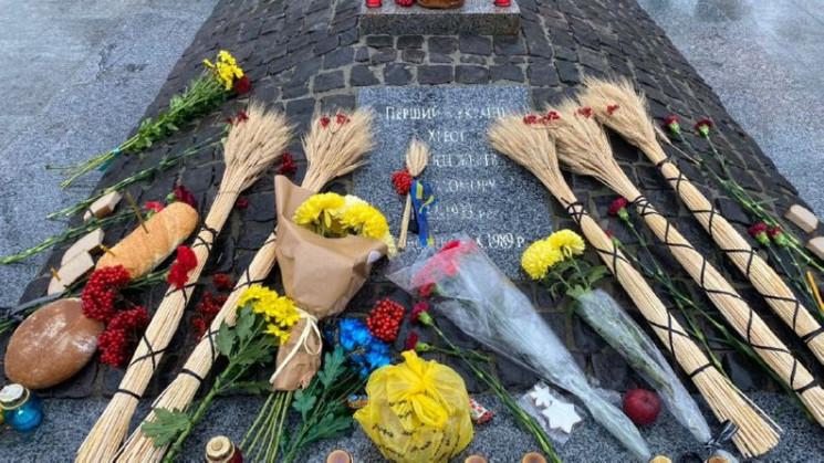 В память жертв Голодомора харьковчане от…