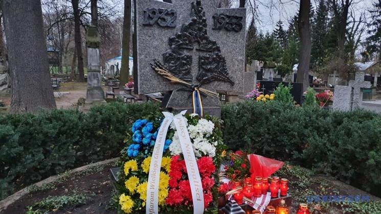 У Польщі вшанували пам'ять жертв Голодом…