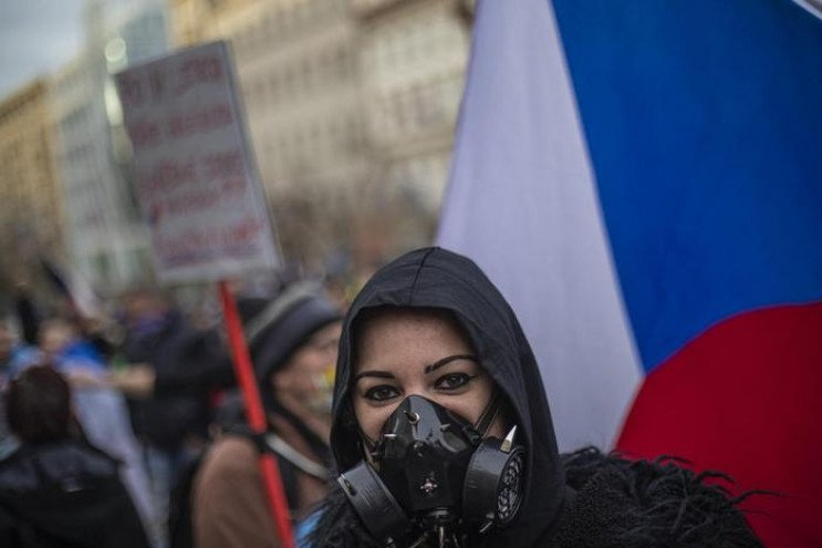 У Чехії всіх громадян вакцинуватимуть пр…