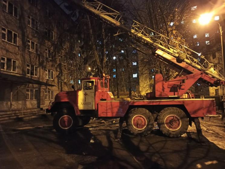 В Харькове загорелся студенческое общежи…