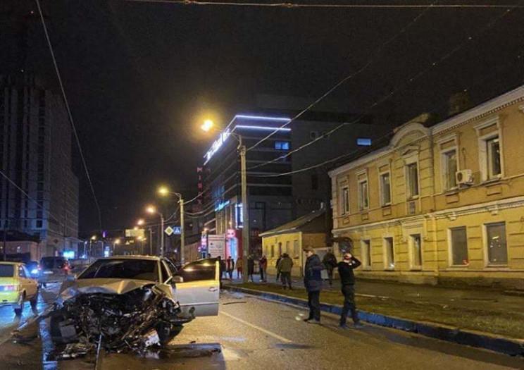 В Харькове вырезали мужчину из искорежен…