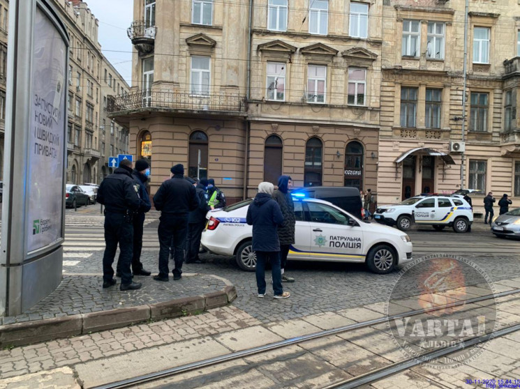 У центрі Львова автомобіль поліції збив…