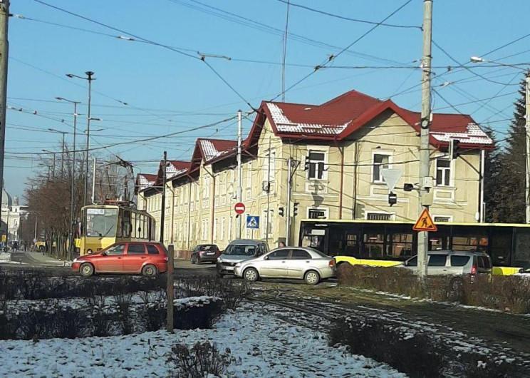 У Львові зупинився рух трамваїв (ФОТО)…