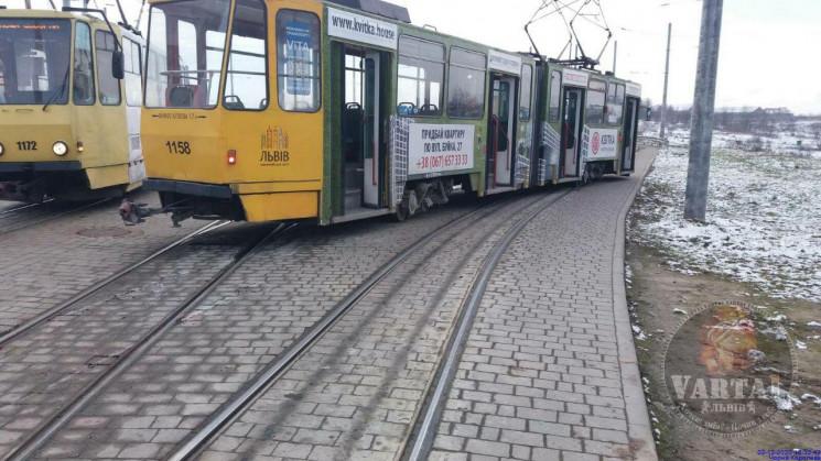 У Львові трамвай зійшов з рейок (ФОТО)…