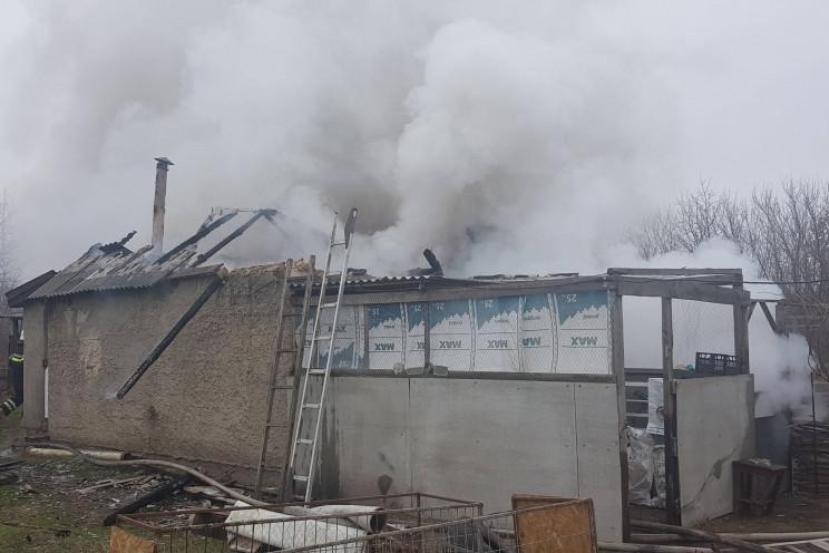 На Харківщині вогонь знищив будівлю на п…