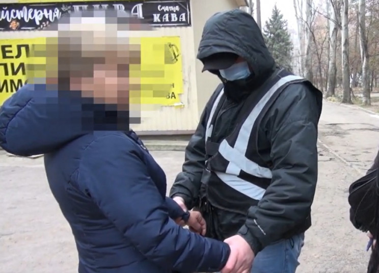 У Запоріжжі жінка віддала 12-річного син…
