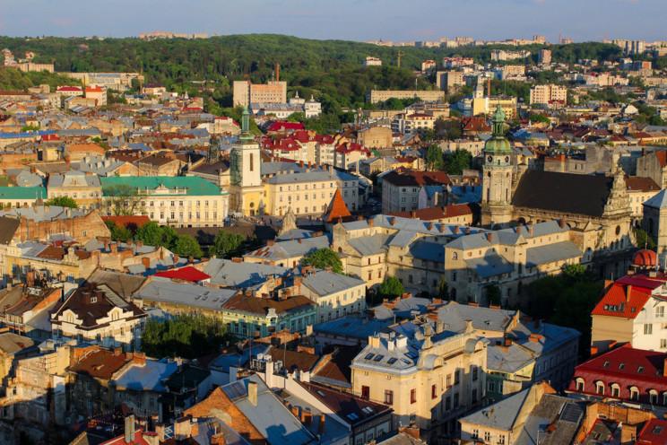 На Львівщині освітили майже 100 кілометр…
