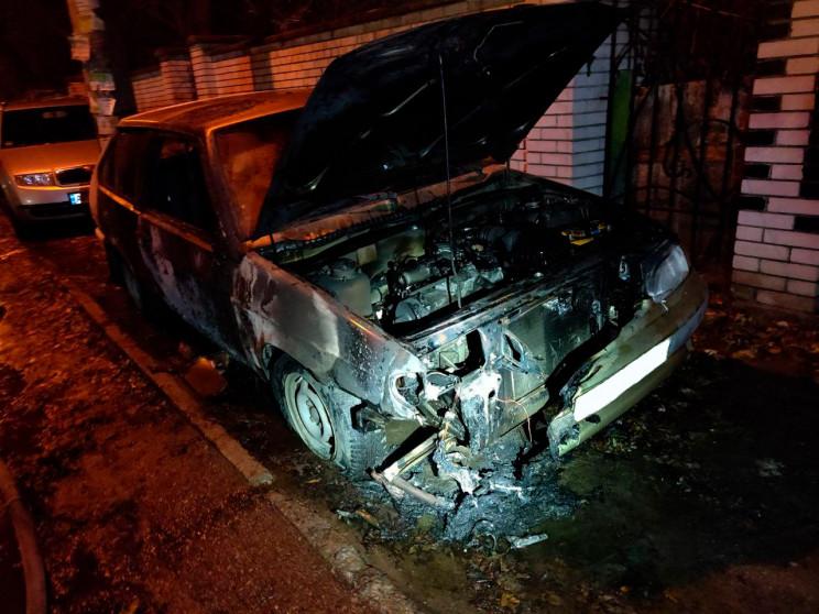 В Запорожье вспыхнул легковой автомобиль…