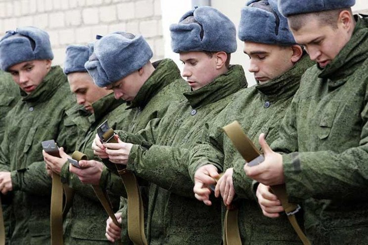 Окупанти шиють кримчанам нові справи чер…