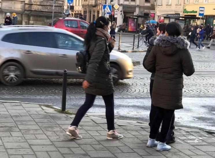 У Львові знову з'явилися жінки, які позб…