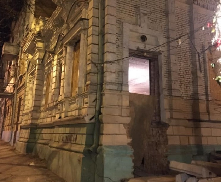 В центре Днепра разрушают памятник архит…