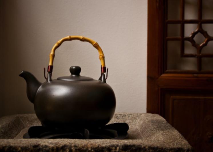Как очистить чайник от накипи подручными…