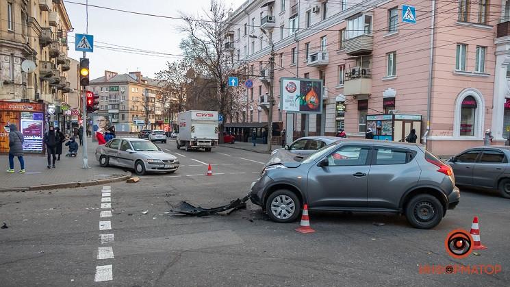 В центре Днепра автомобиль снес женщину…