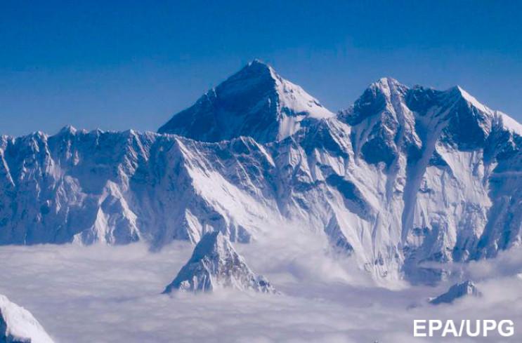 Еверест за день виріс майже на метр: Як…