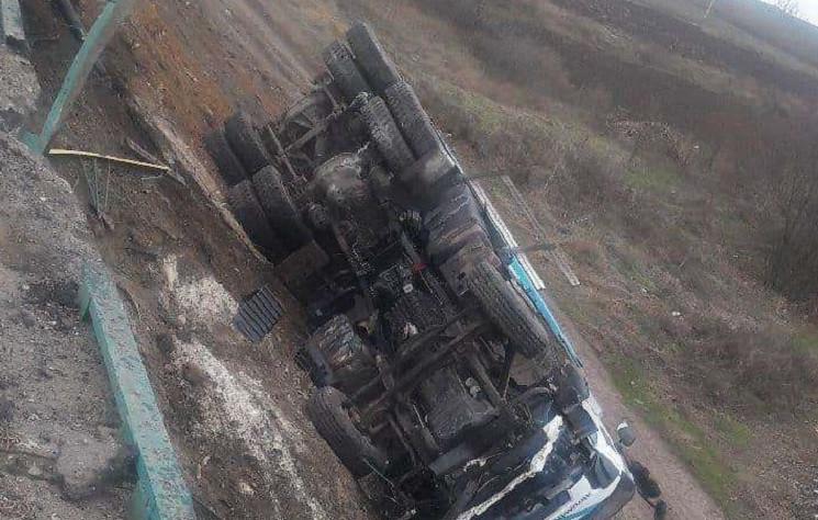 Под Днепром перевернулся грузовик…