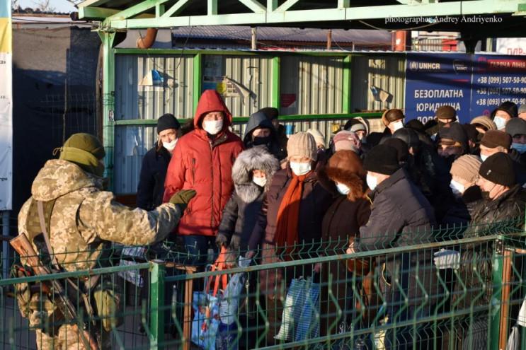 """Як пенсіонери з """"ЛНР"""" отримують українсь…"""