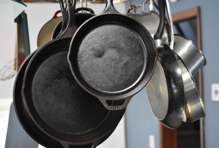 Как очистить от нагара сковородки из раз…