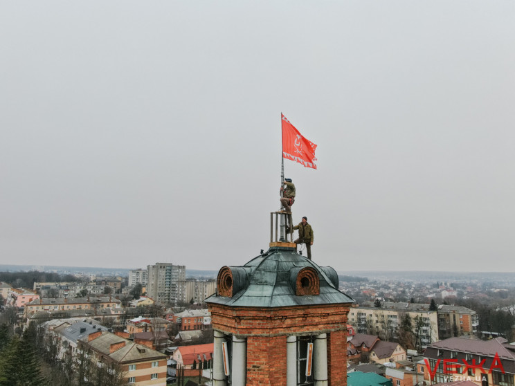 У Вінниці на Вежі встановили новий прапо…