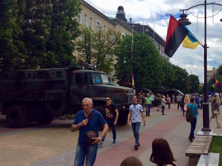 На улицы Хмельницкого вывели военную тех…