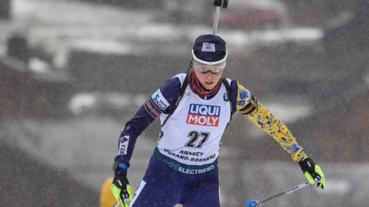 Єдина українська біатлоністка біжить мас…