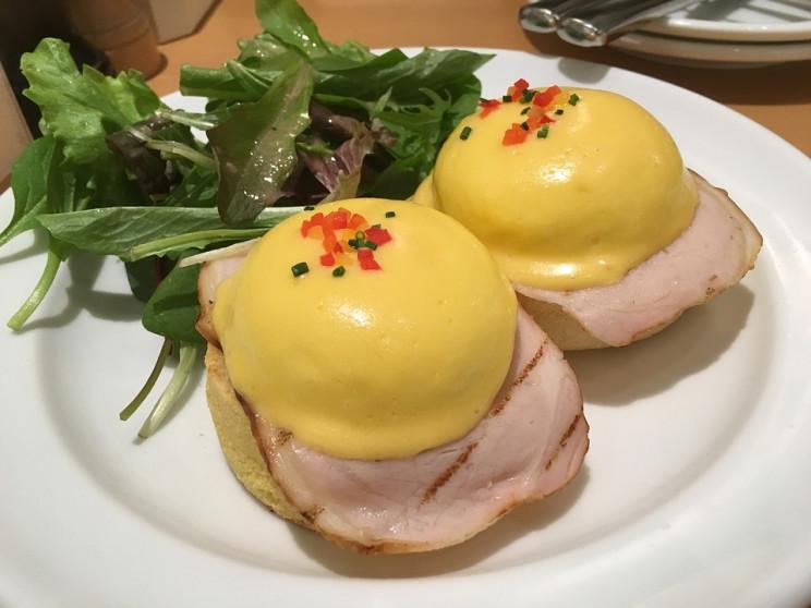 История на тарелке: Яйца Бенедикт как лу…