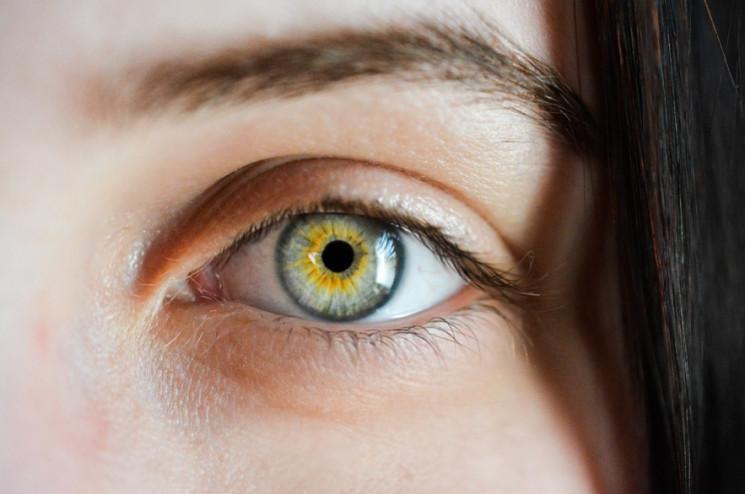 Як позбутися мішків під очима без космет…