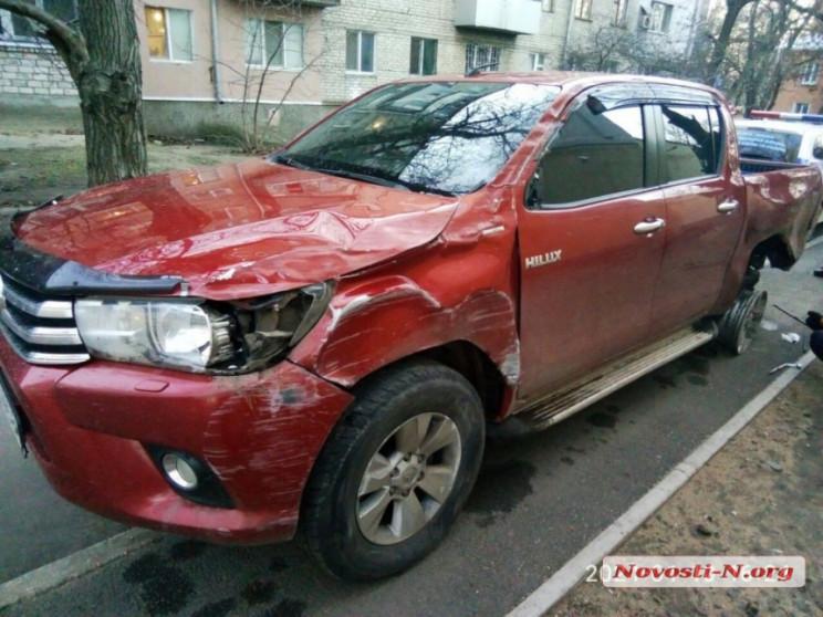 У Миколаєві водій розтрощив автівку, нам…