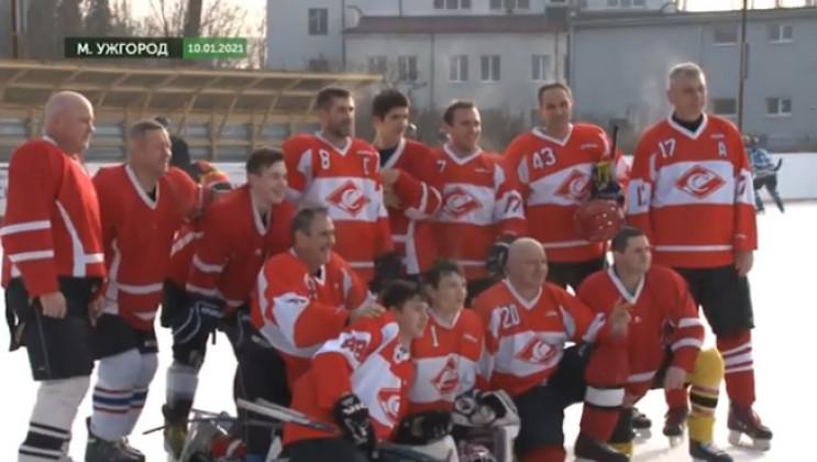 На Закарпатті триває чемпіонат з хокею…