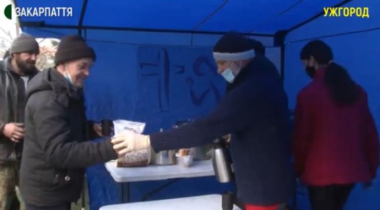 В Ужгороді безпритульних годують благоді…