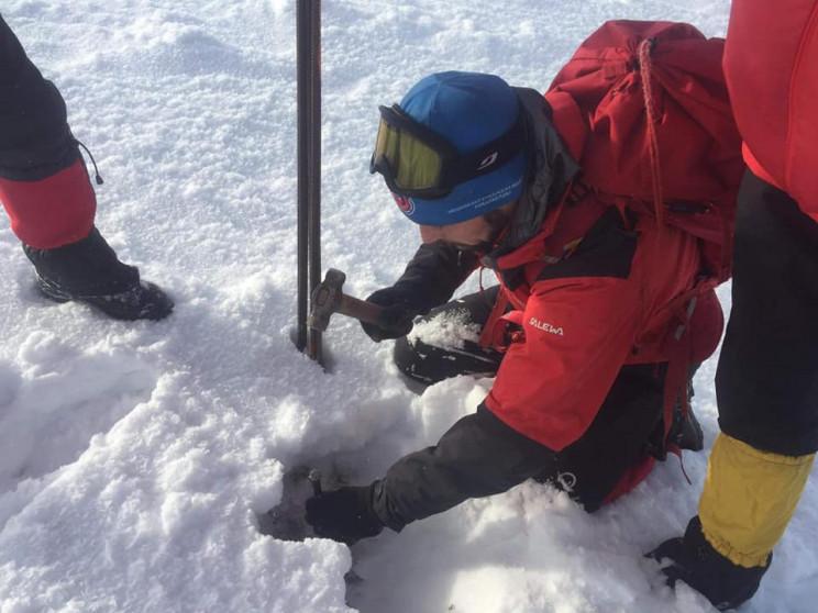 На горі Піп Іван встановили зимове марку…