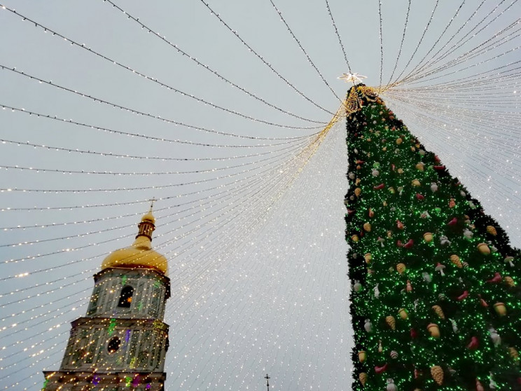На Софійській площі у Києві розпочали де…