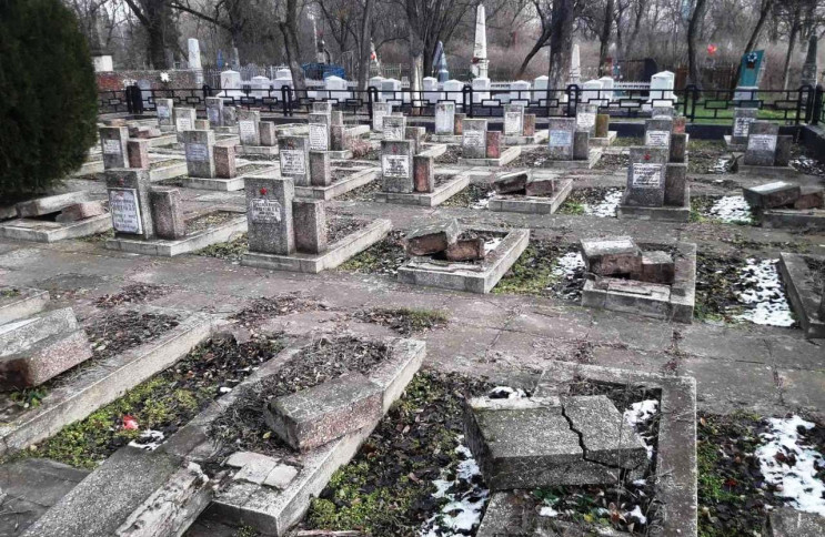 У Херсоні на меморіальному кладовищі ван…