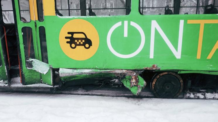 В середмісті Одеси автівка врізалась в т…