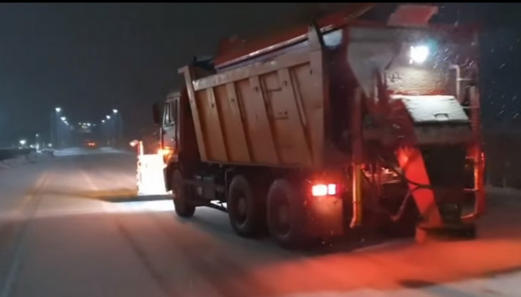 Дороги Одещини чистять понад сотня спецм…